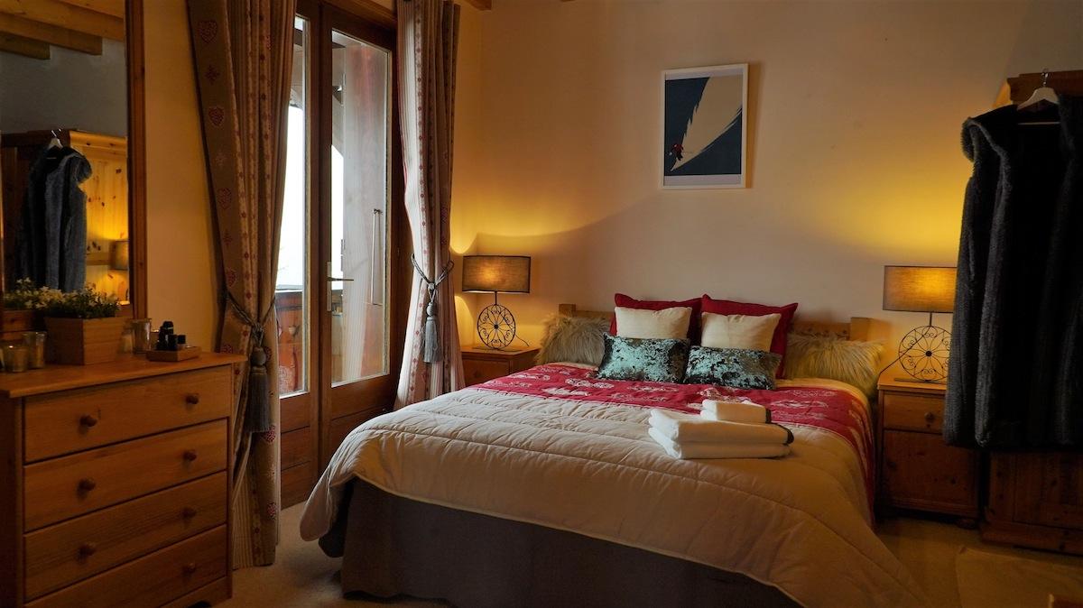 main-bedroom-chalet-uxello