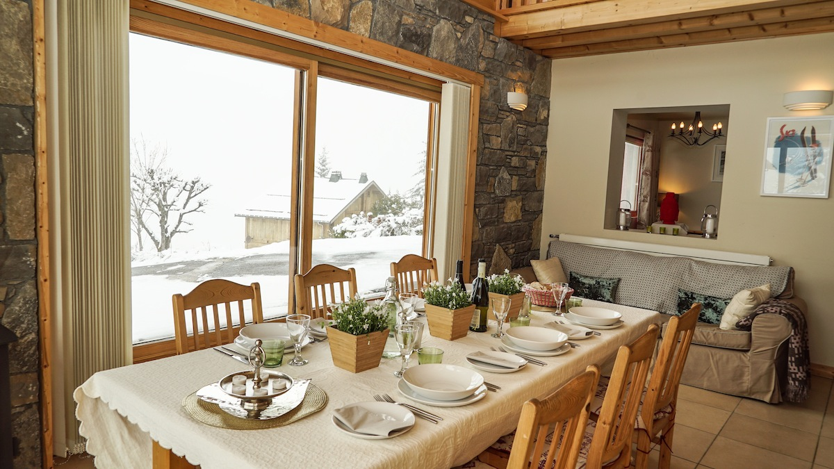 les-gets-dining-table-chalet-uxello